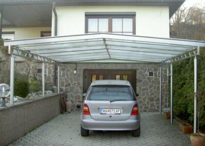 Schlosserei Strodl Carport mit Glasdeckung