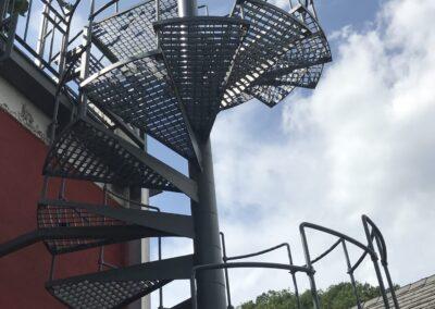 Schlosserei Strodl Wendeltreppe aus verzinktem Stahl