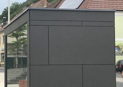 Schlosserei Strodl Bushaltestelle mit Eternitplatten