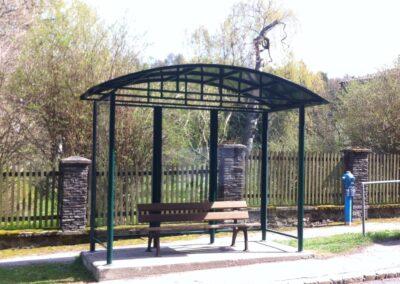 Schlosserei Strodl Bushaltestelle aus Stahl und Glas