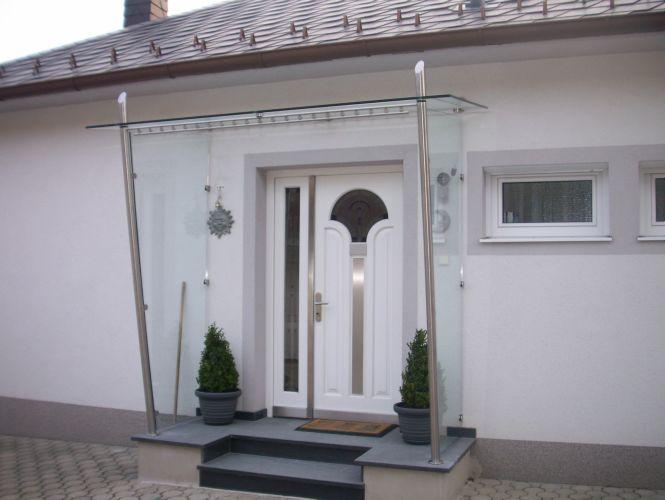 Schlosserei Strodl Glasvordach mit Edelstahl