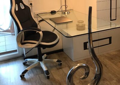 Schlosserei Strodl Schreibtisch aus Glas